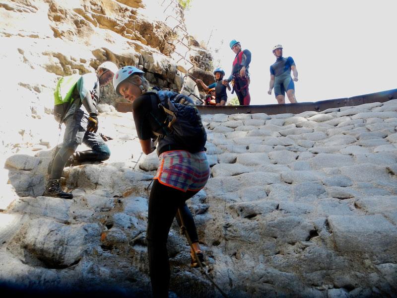 Actividad CEM – Descenso de la angostura de Benahavis + Escalada en zona de Benahavís