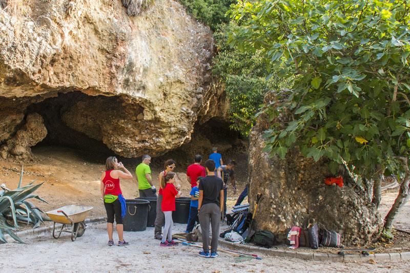 actividad-cem–limpieza-medio-ambiente-pecho-de-las-cuevas-polideportivo-paco-cantos-marbella-26