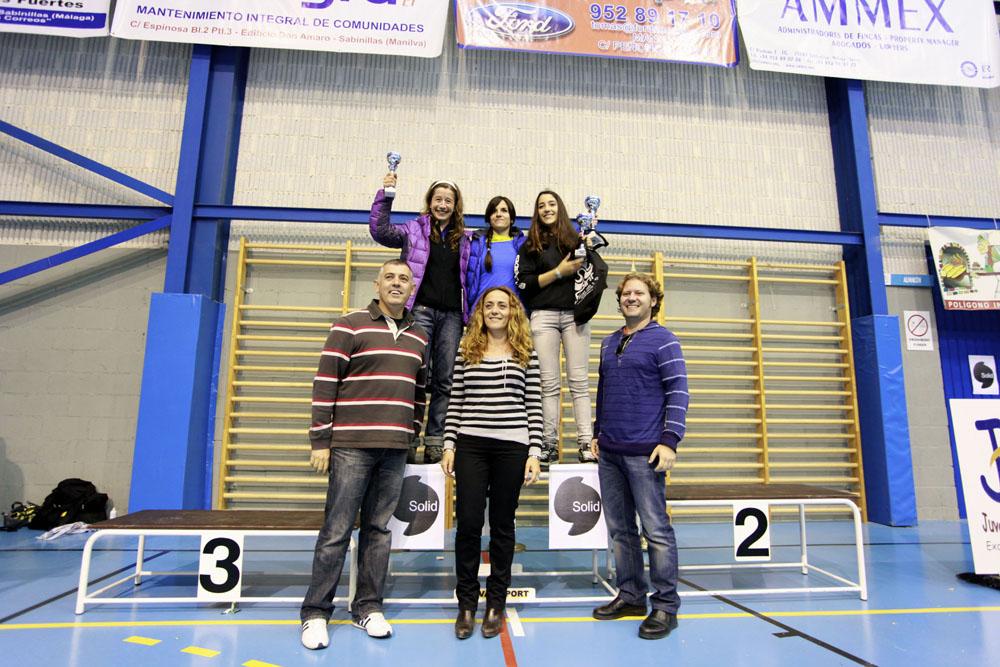 CEM 3º Puesto Estefania Gonzalez ( en la fotografía Agata B. recibiendo el premio)