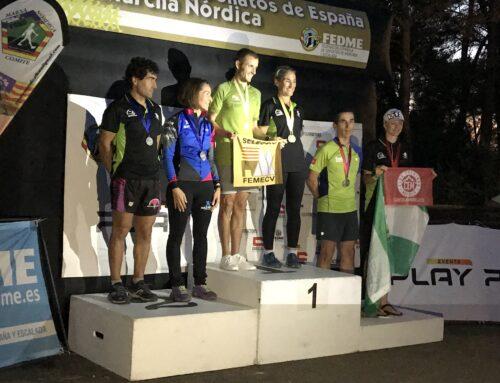 Anka Englisova se cuelga la medalla de bronce en el Campeonato de España de Marcha Nórdica celebrado en Mallorca
